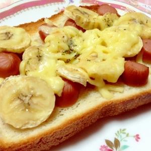 ウインナーとバナナのチーズトースト♡