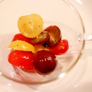 【超簡単】粗びきガーリックが決め手のカラフルトマト