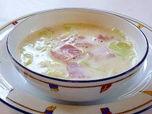 昆布茶が隠し味♪ ベーコンとキャベツのミルクスープ