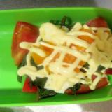 トマトとモロヘイヤとゆで卵のサラダ