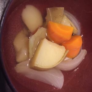 ゴロゴロ野菜のコンソメスープ!