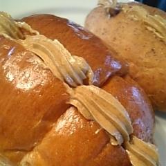 やさしい味!きなこハニークリームロールパン♪