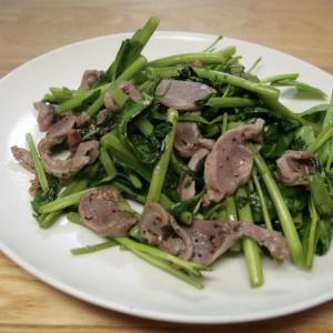 楽しい食感♡砂肝と空心菜のガーリックハーブソテー