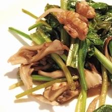フライパンで簡単、ほうれん草と舞茸のホットサラダ