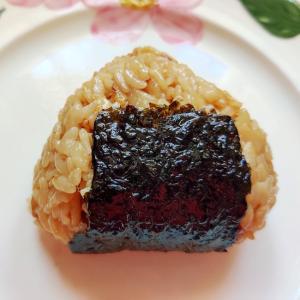 炊き込みご飯をリメイク(^^♪ チーズ焼きおにぎり