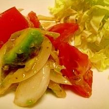 アボカドとトマトと新玉ねぎのサラダ