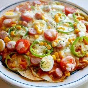 並べて~塗って~散らして~焼くだけ!餃子の皮ピザ