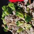 豚肉とブロッコリーとしめじのオイスターマヨ炒め