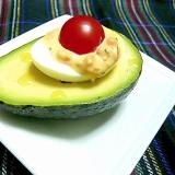 簡単♪アボカドと卵のカップサラダ