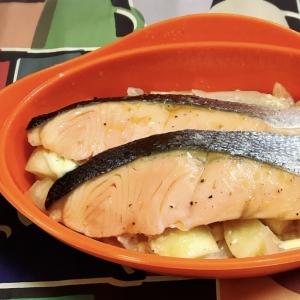 シリコンスチーマーで鮭と野菜のレンジ蒸し