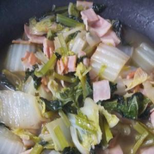 白菜、小松菜、ベーコンのコンソメ煮