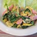 ケールでウインナーと卵の炒め物