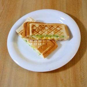 簡単☆たまサラハムチーズのホットサンド♪