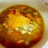 レンズ豆とひき肉のカレースープドリトスのせ