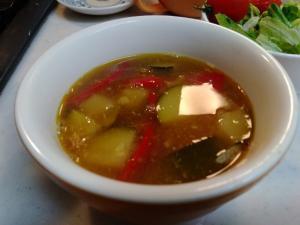 ズッキーニと赤ピーマンの夏野菜スープカレー