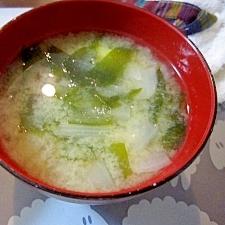 和朝食!玉ねぎとじゃがいもとわかめのお味噌汁