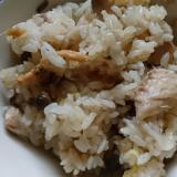 鯖の水煮缶詰め炊き込みご飯