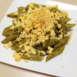 ペンネジェノバソース炒り卵のせ