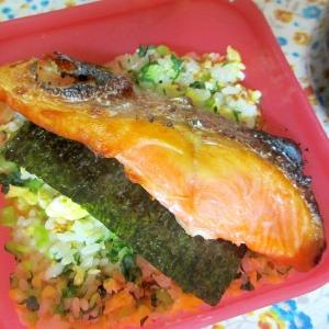 いり卵と大根葉の鮭弁