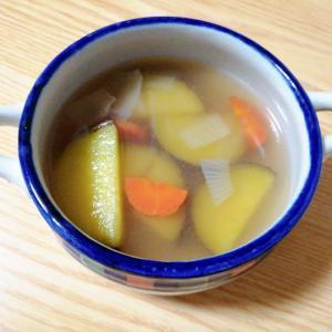 さつまいもと玉ねぎと人参のコンソメスープ