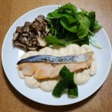秋鮭のソテーお豆腐味噌マヨソース