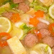 白菜と肉団子の塩麹スープ