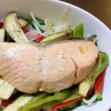 野菜たっぷり、生鮭(秋鮭)のレンチン蒸し