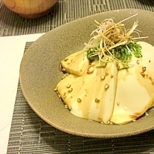 粒胡椒でピリッと♪おつまみ豆腐サラダ