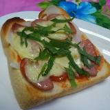 ウインナーと新玉ねぎとチーズと大葉のトースト☆