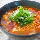 トマト風味の酸辣湯(サンラータン)麺
