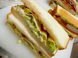 ゆでたまごとブロッコリーのサンドイッチ