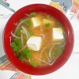 もやしと豆腐、葱のお味噌汁