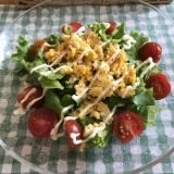 サニーレタスとミニトマトの炒り卵マヨサラダ