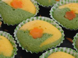 HMで作る、ほうれん草と人参のカップケーキ