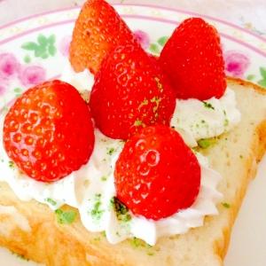 苺ケーキ風❤︎苺畑トースト