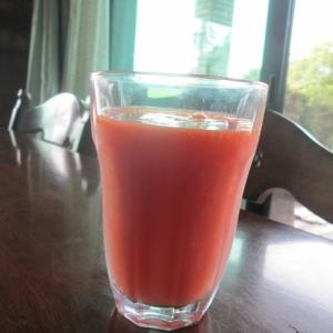 完熟トマトでトマトジュース(圧力鍋使用)
