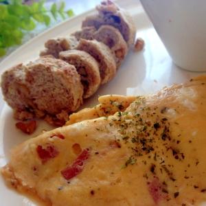 ベーコンと卵のふわふわオムレツ