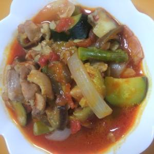 夏野菜と鶏肉のトマトソース煮込み