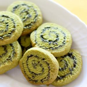和風!抹茶の黒ゴマ渦巻きクッキー