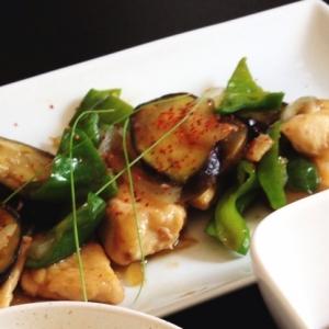 鶏胸肉でもしっとり!鶏と夏野菜の柚子胡椒炒め♡