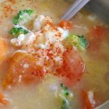 ブロッコリーと人参、南瓜の味噌雑炊