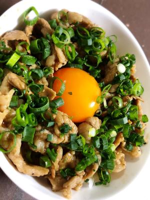 豚のバルサミコ酢炒め丼