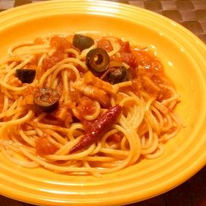 ベーコンとオリーブのトマトパスタ