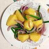 じゃが芋、にんにくの芽、赤玉葱の炒め物