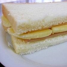 バナナとハムとクリームチーズのサンドイッチ