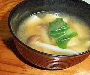 青梗菜 シメジ お豆腐のお味噌汁