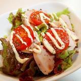 サニーレタスとサラダチキンとプチトマトのサラダ
