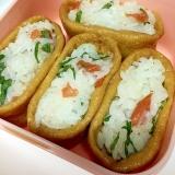 味付け稲荷で 大葉と梅干しのいなり寿司♪