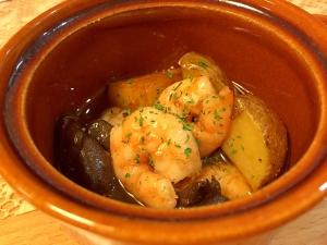 海老ときのことジャガイモのアヒージョ