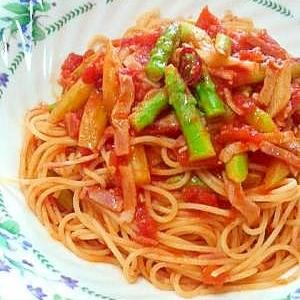 アスパラとベーコンのピリ辛トマトソース